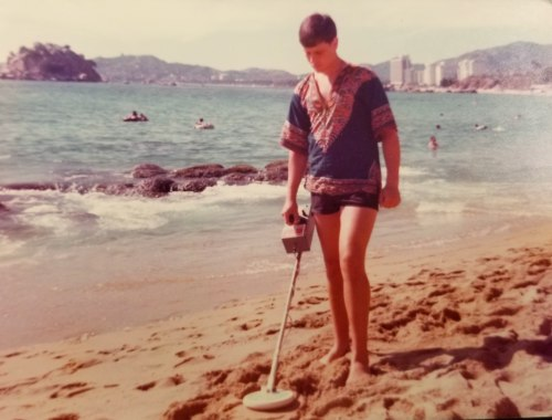 Hunting the beaches in Acapulco Mexico in the 1970's . . . . being one of the first to hunt these areas was an amazing experience in terms of what was waiting to be recovered